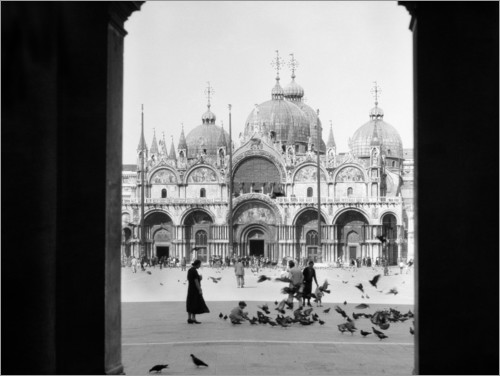 Plakat View through the portal of St. Mark's Cathedral in Venice