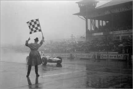 Obraz na płótnie  Jackie Stewart, chequered flag for victory at German GP 1968