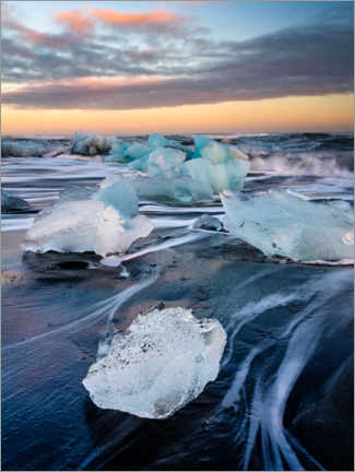 Obraz na płótnie  Blocks of ice on Jökulsárlón beach at sunset - Peter Wey