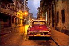 Naklejka na ścianę  Red vintage American car in Havana - Lee Frost