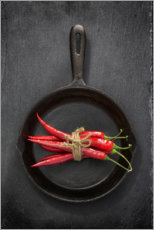 Plakat Chili peppers in black iron pan