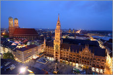 Naklejka na ścianę  Church of our Lady and the new town hall in Munich at night - Buellom