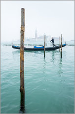 Gallery print  Gondolier with his gondola on the water in Venice in fog - Jan Christopher Becke