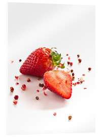 Obraz na szkle akrylowym  Strawberries with red peppercorns - Edith Albuschat