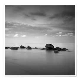Plakat  Stones on the sea beach - black and white - Frank Herrmann