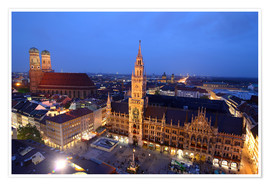 Plakat  Church of our Lady and the new town hall in Munich at night - Buellom