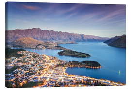 Obraz na płótnie  Queenstown illuminated at dusk and lake Wakatipu, Otago, New Zealand - Matteo Colombo