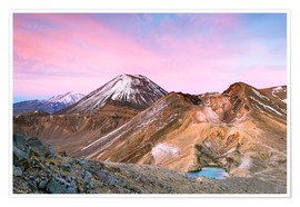 Plakat Awesome sunrise on Mount Ngauruhoe and red crater, Tongariro crossing, New Zealand