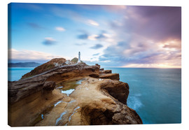 Obraz na płótnie  Lighthouse and sea at sunrise on the coast of New Zealand - Matteo Colombo