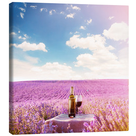 Obraz na płótnie  Red wine bottle and wine glass in lavender field