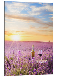 Obraz na aluminium  Bottle of wine in a lavender field