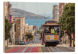 Obraz na drewnie  Cable car on a hill in the streets of San Francisco, California, USA - Matteo Colombo