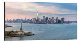 Obraz na aluminium  New York skyline with Statue of Liberty - Matteo Colombo