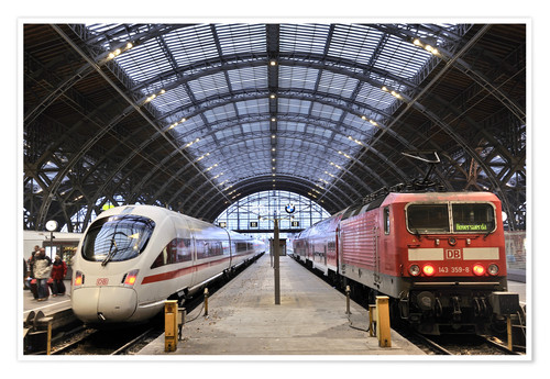 Plakat ICE and InterRegio trains in the central station